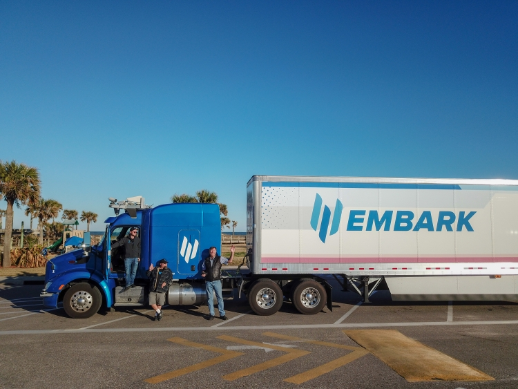 """Самоходный грузовик Embark совершил поездку по дорогам США от побережья до побережья"""""""