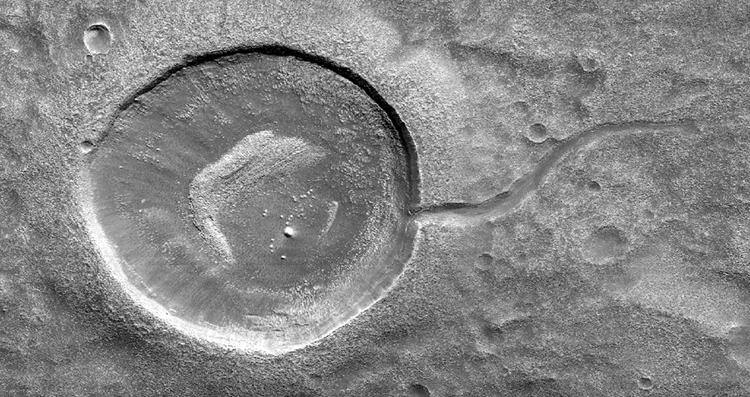 NASA опубликовало фото незаурядной пылевой лавины наМарсе