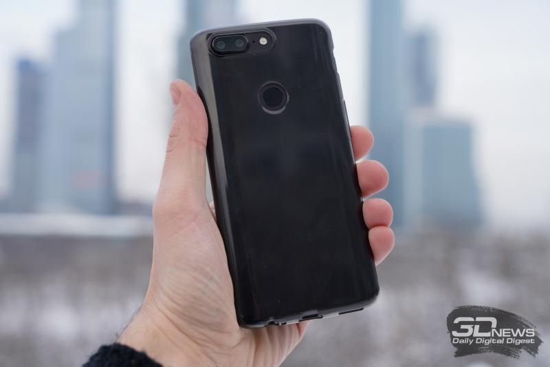 OnePlus 5T в комплектном чехле