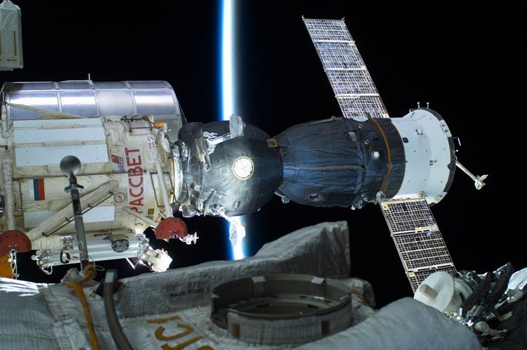 Роскосмос рассмотрит возможность бизнес-использования МКС