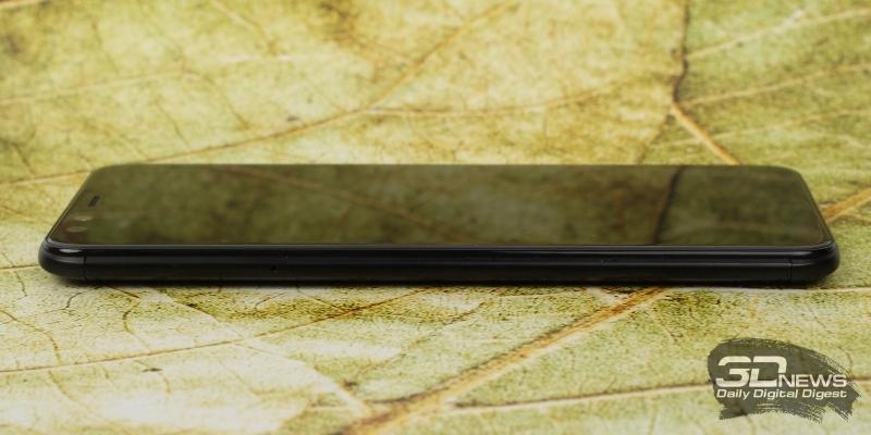 BQ Aurora, левая грань: слот для карты памяти и двух nano-SIM