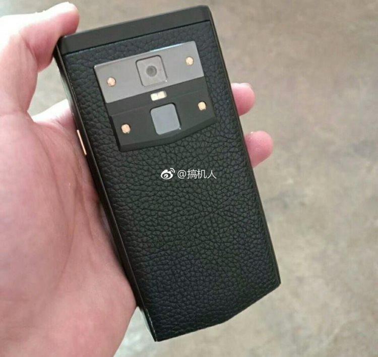 "Прототип «смартфона-раскладушки» Gionee W919 попал в объектив инсайдеров"""