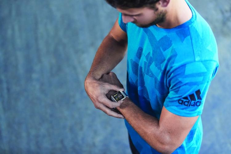 "Fitbit представила смарт-часы Ionic: Adidas"""