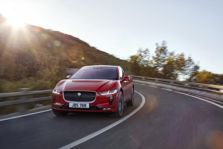 "Электрокроссовер Jaguar I-PACE: ударим автопробегом по позициям Model X"""