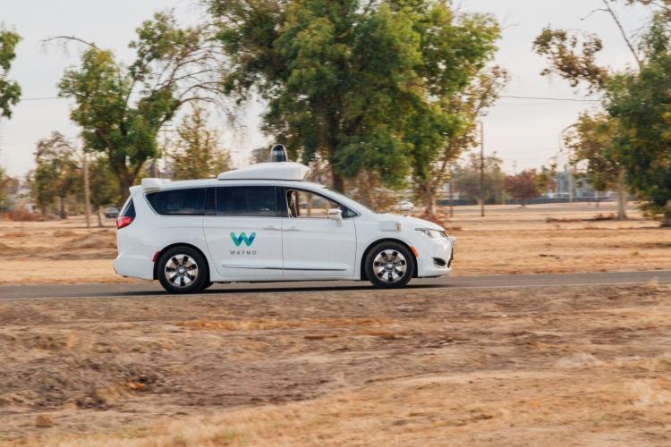 """В Аризоне разрешили тестировать робомобили без присутствия водителя"""""""