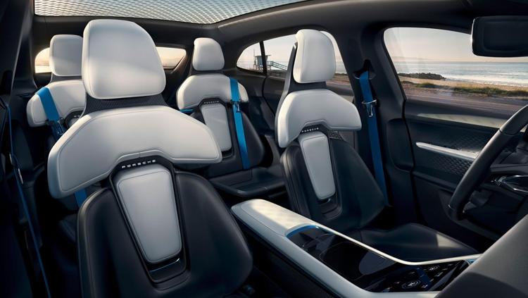 "Porsche Mission E Cross Turismo метит в конкуренты Tesla Model X"""