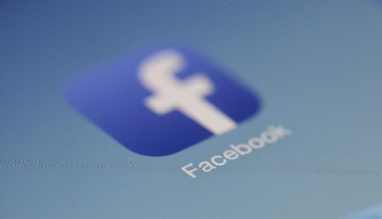 """BlackBerry обвиняет Facebook в нарушении патентов на IM-технологии"""""""