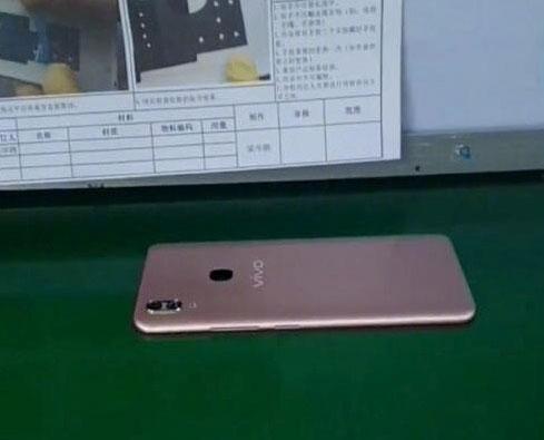 """Первые живые фото Vivo V9 указывают ещё на один клон iPhone X"""""""