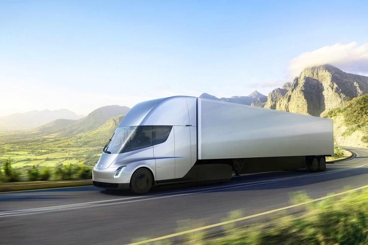 Видео разгона грузовика Tesla Semi появилось в сети