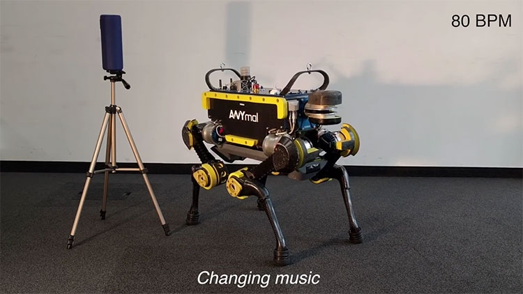 "Видео: четвероногого робота обучили танцам"""