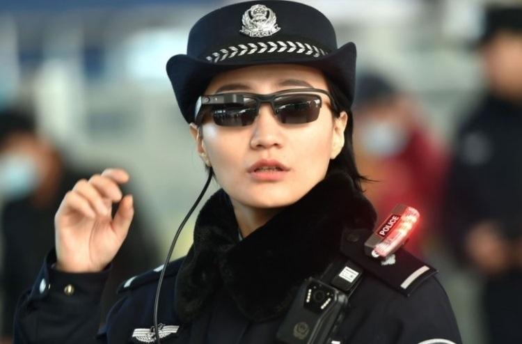 Китайская полиция расширила программу по использованию солнцезащитных очков для распознавания лиц