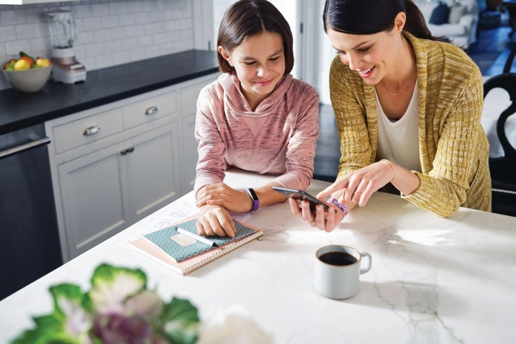 Fitbit подготовила детскую версию шагомера Alta — фитнес-браслет Ace