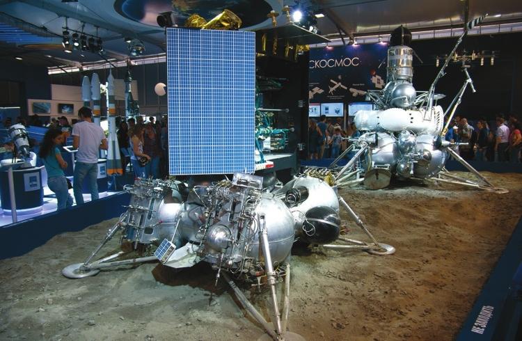 «Луна-24» (справа) и «Луна-25»                sib-science.info