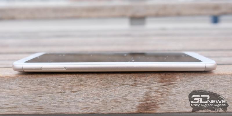 Xiaomi Redmi 5 Plus левая грань: слот для SIM-карт и/или карты памяти