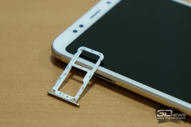 Xiaomi Redmi 5 Plus, слот для SIM-карт и/или карты памяти