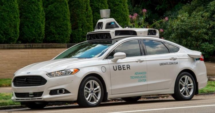 """Uber хочет научить самоуправляемые автомобили «общаться» с пешеходами с помощью огней и звуков"""""""