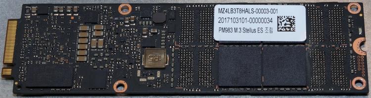 Samsung PM983 NF1 с защитой от потери мощности, вид сзади. Фото AnandTech