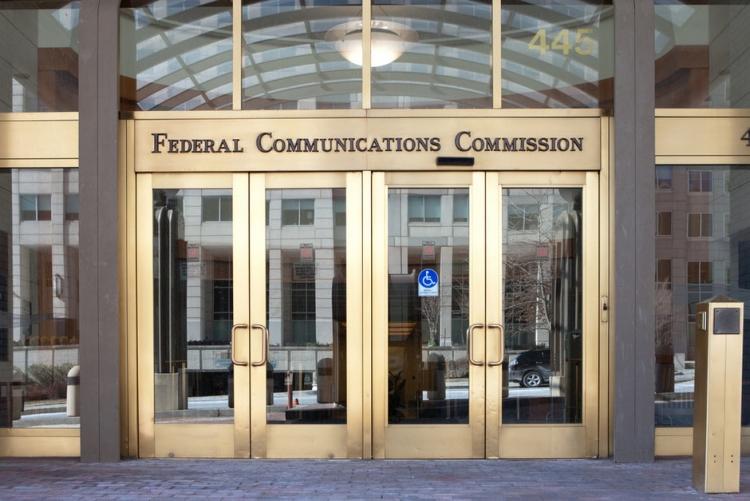 sm.shutterstock 2532614411.750 - FCC угрожает лишить федеральных субсидий операторов, сотрудничающих с Huawei и ZTE