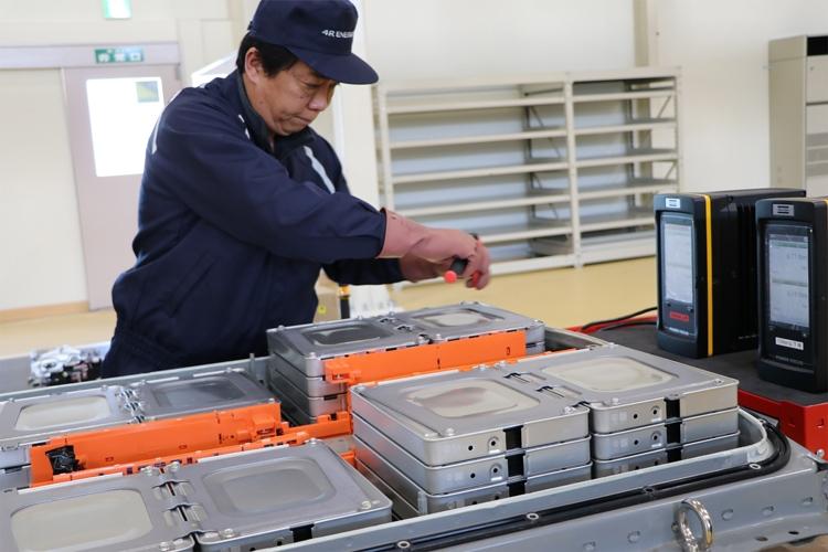 """Nissan откроет завод по восстановлению аккумуляторов электромобилей"""""""
