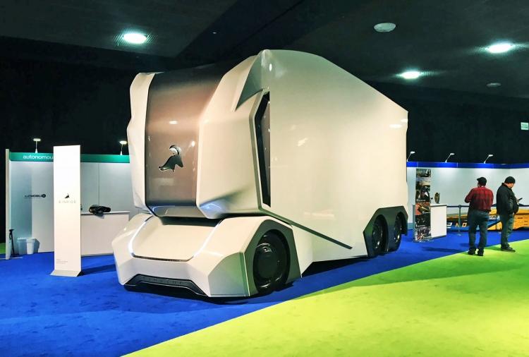 """Первые полностью беспилотные электрогрузовики Einride T-Pod сойдут с конвейера осенью этого года"""""""