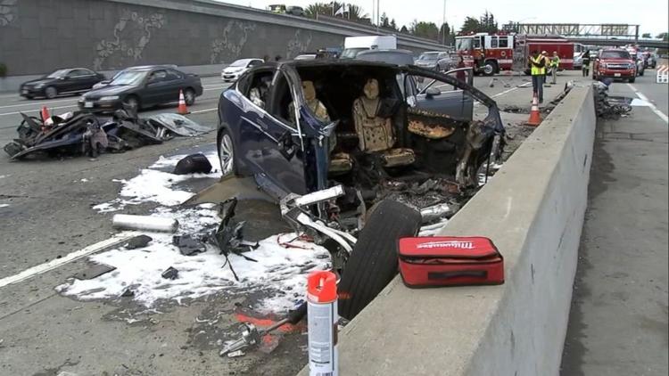 """Tesla признала работу автопилота в момент смертельной аварии Model X"""""""