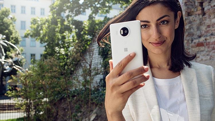 "Уходящий глава Windows винит ядро CE в провале Windows Phone"""