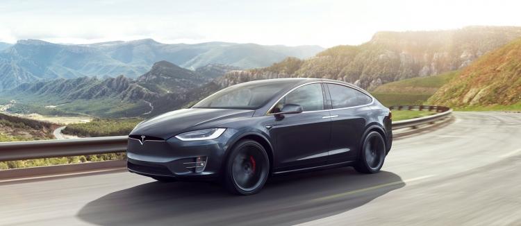 """Видео: автопилот направляет Tesla Model S в сторону разделителя, где произошла смертельная авария"""""""