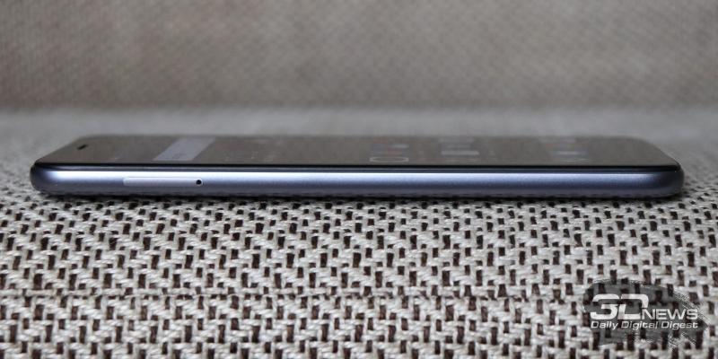 Neffos C7, левая грань: слот для двух nano-SIM и/или карты памяти