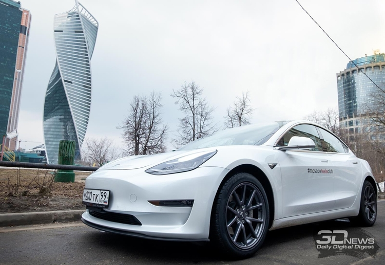 """Двухмоторный электромобиль Tesla Model 3 выйдет летом"""""""