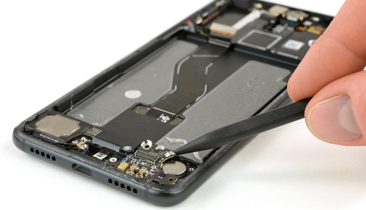 """Вскрытие Huawei P20 Pro: что скрывает флагманский смартфон"""""""