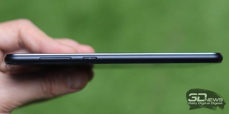 ASUS Zenfone 5 Lite, правая грань: клавиши включения и регулировки громкости