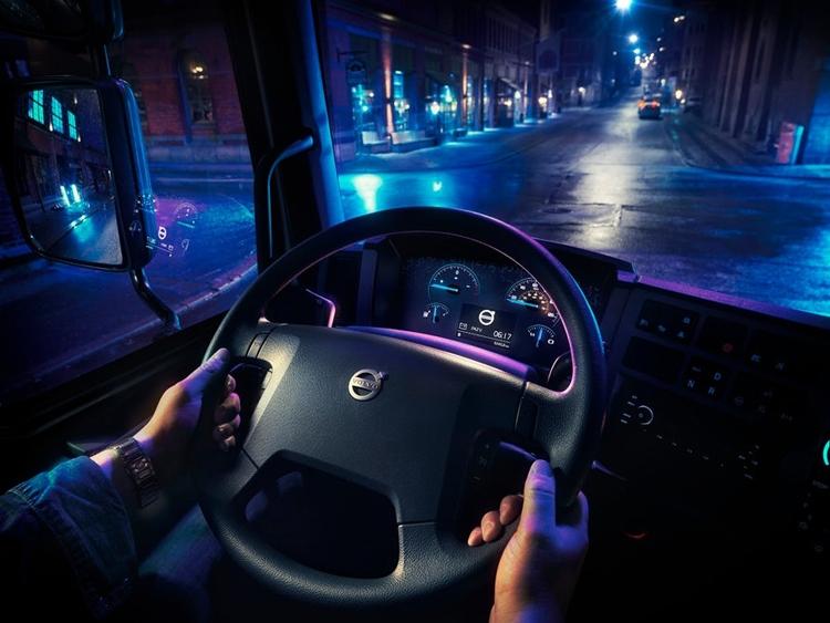 """FL Electric: первый полностью электрический грузовик Volvo"""""""
