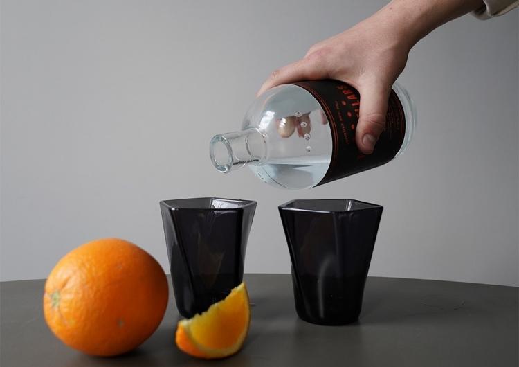 sm.glassware gin.750 - Путь от смартфона до стакана: компания Pentatonic наладила производство посуды из дисплеев