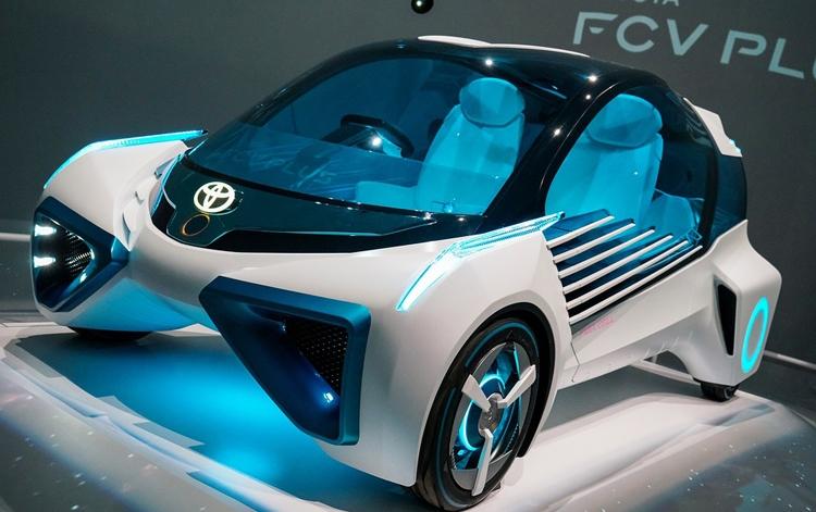 """Автомобили Toyota начнут общаться с объектами дорожной инфраструктуры"""""""