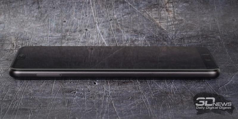 Huawei P20 Pro, левая грань: слот для двух операторских карточек стандарта nano-SIM