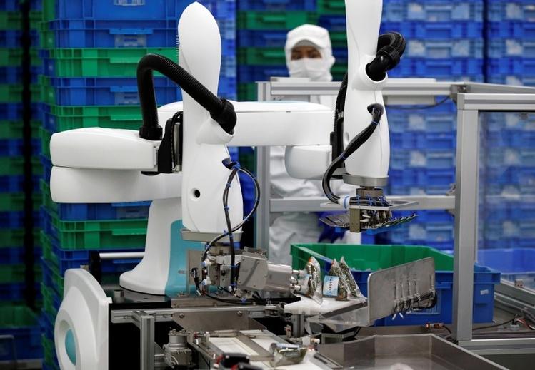 """Японские компании видят большие возможности в небольших промышленных роботах — коботах"""""""
