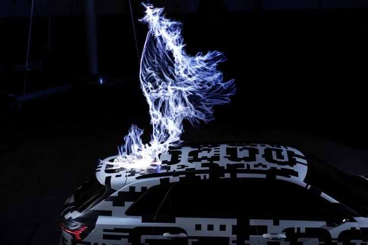 "Прототип электрокара Audi e-tron предстал в клетке Фарадея"""