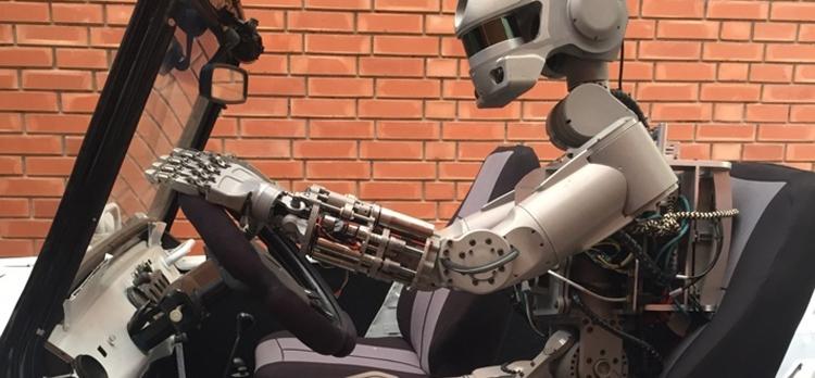 """Антропоморфный робот Фёдор осваивает трюки в виртуальной реальности"""""""