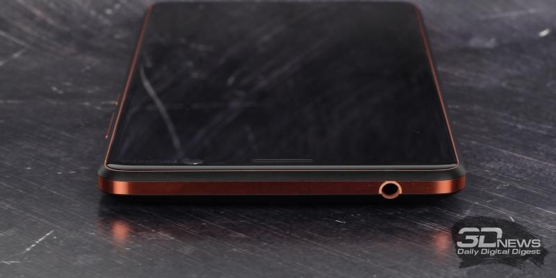 Верхняя грань Nokia 7 Plus: одинокий мини-джек