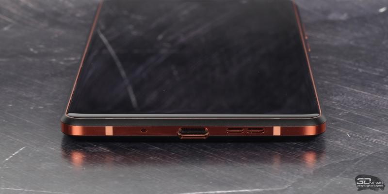 Нижняя грань Nokia 7 Plus: порт USB Type-C, микрофон и основной динамик