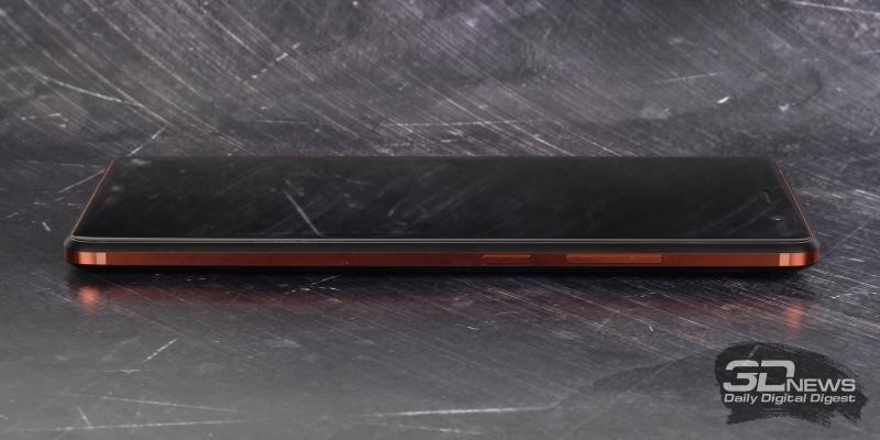 Правая грань Nokia 7 Plus: клавиши включения и регулировки громкости/спуска затвора