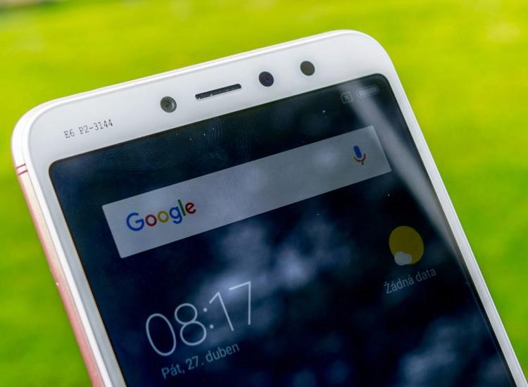"Смартфон Xiaomi Redmi S2 позирует на «живых» фотографиях"""