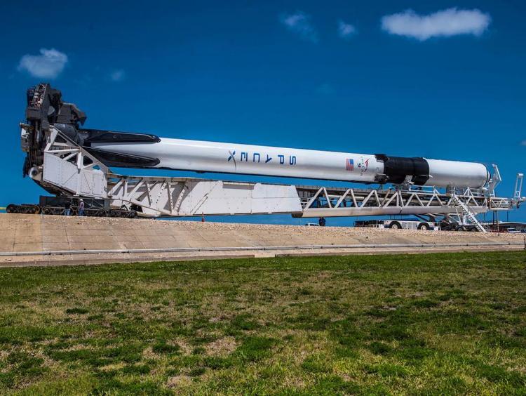 SpaceX заминуту достарта отменил запуск новейшей ракеты