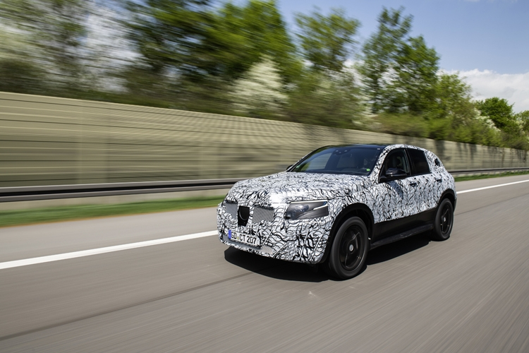 """В Mercedes-Benz показали прототип электрического кроссовера EQC"""""""