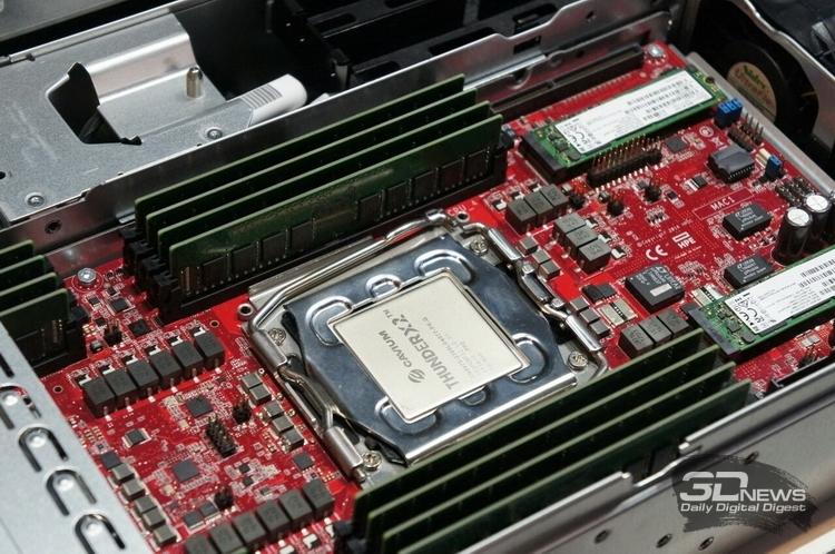 Процессоры ThunderX2 используют свой разъём и имеют 8 каналов DDR4