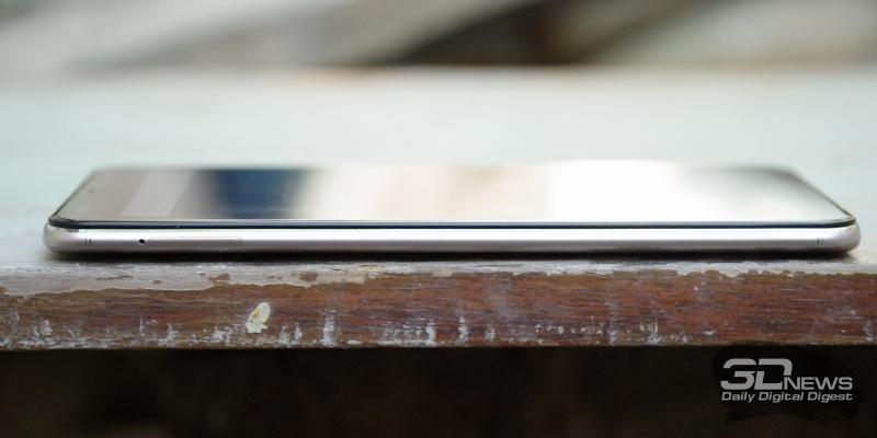 Vivo V9, левая грань: слот для карточек nano-SIM и карты памяти microSD