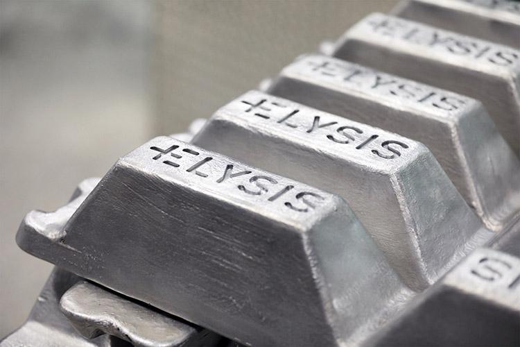 Aluminum Manufacturing Carbon Free Smelting - Apple ускоряет внедрение безуглеродной выплавки алюминия