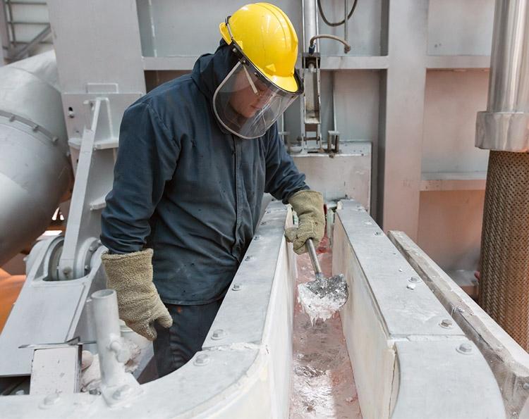 Aluminum Manufacturing Recycle aluminum - Apple ускоряет внедрение безуглеродной выплавки алюминия