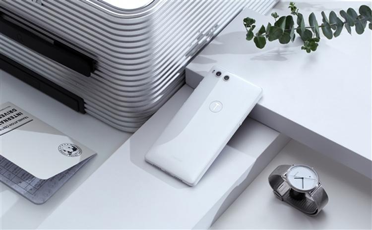 """Smartisan R1: первый в мире смартфон с 1 Тбайт памяти"""""""