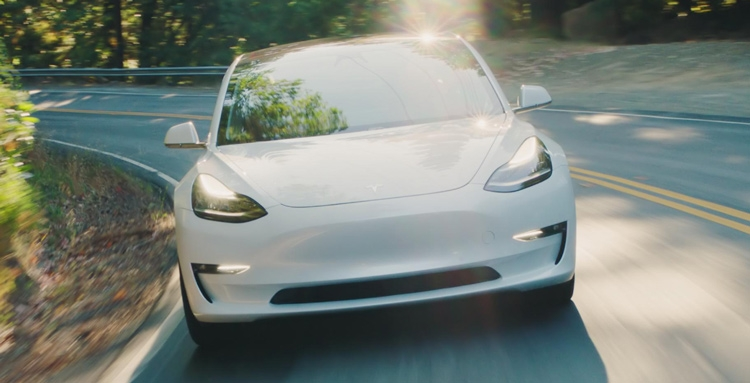 """Выпуск Tesla Model 3 по цене $35 000 разорит компанию"""""""